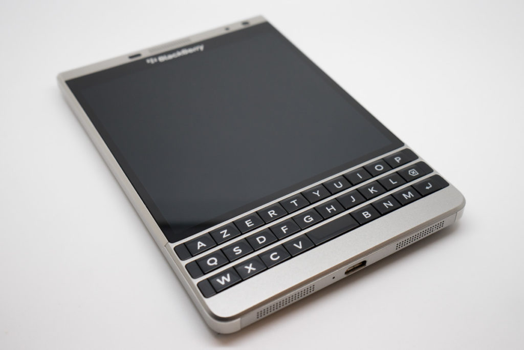Blackberry_Passport_Silver_Edition_Moovely-9-1